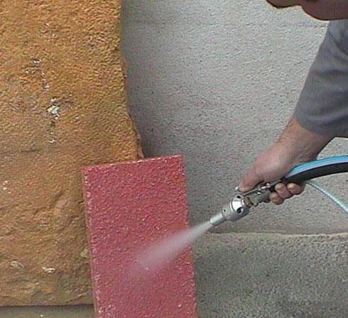Aerogommeuse COLIBRI pour nettoyer surface en pierre