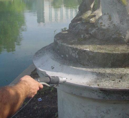 nettoyage statue en pierre avec aerogommeuse ACF TOPOLINO