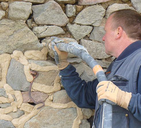 machine à crépir Condor pour crépis Mur en pierre