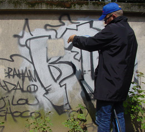 nettoyage graffiti avec aerogommeuse ACF TOPOLINO