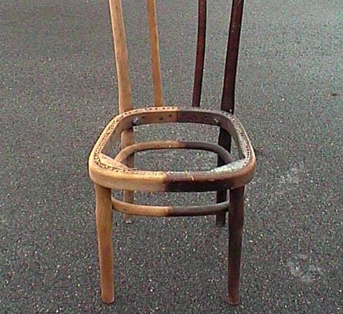 décirage chaise bois avec aérogommeuse ACF TOPOLINO