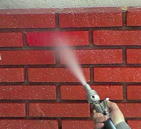 Aerogommage COLIBRI pour nettoyer mur en briques